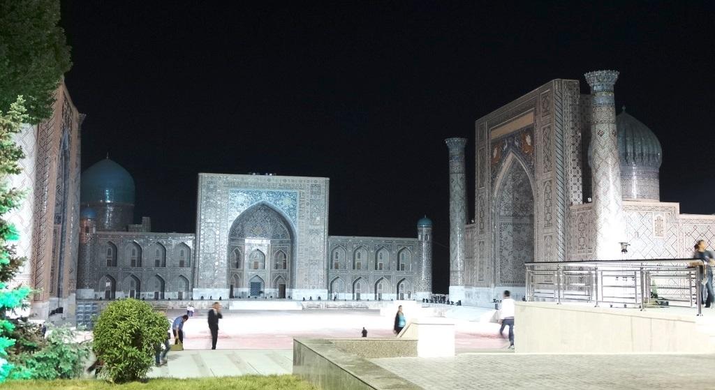 BaZ Seidenstrasse 2014_Registan-Platz bei Nacht