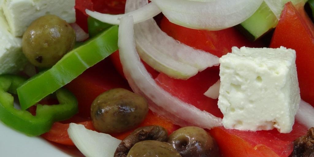 Tagblatt cotravel Reise_Albanien_Essen frisch Tomaten Käse Gemüse Fisch Lamm