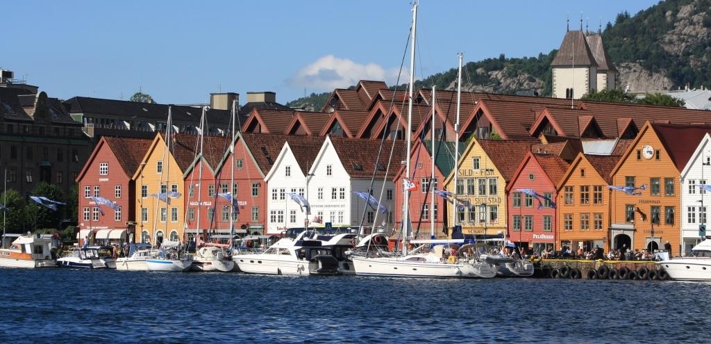 cotravel Reise Hurtigruten Spitzbergen_Felix Blumer_Bergen Bryggen Quartier