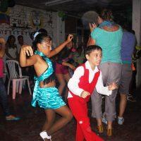 cotravel CHARISMA Panama & Kolumbien mit Ulrich Achermann_Kinderaufführung an der Salsa-Schule im Armenviertel Agua Blanca, Cali