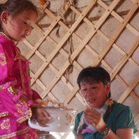 2 BERICHT_Mongolei 2015 mit Peter Achten_cotravel Reise-Blog_Jurte Familie