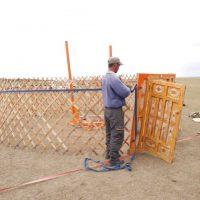 6 BERICHT_Mongolei 2015 mit Peter Achten_cotravel Reise-Blog_Bau Jurte